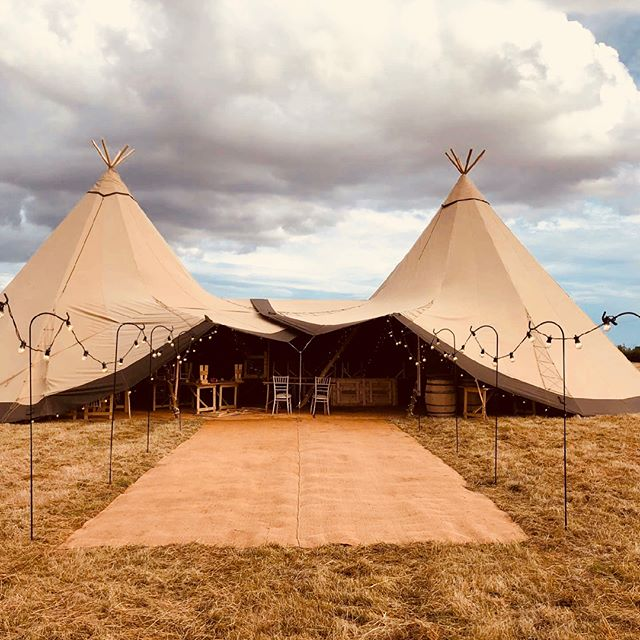 Busy times at Tipi Magic with set ups for a host of event across the country coming thick and fast! Thank you! Here's a few shots from last week: 2 Giants in Worcestershire and 1 Giant and a Midi in Northamptonshire...#weddingsandevents #tipi #tipihire #makingmagicalmemories