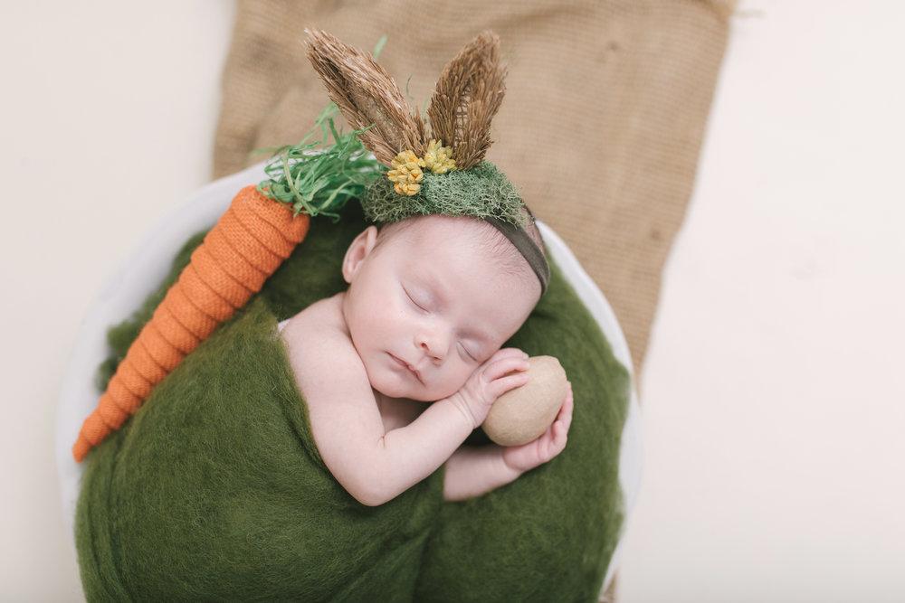 when to book your newborn session newborn blog by warren ohio newborn photographer christie leigh photo-5.jpg
