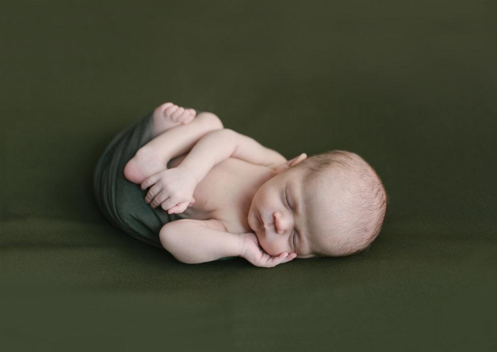 when to book your newborn session newborn blog by warren ohio newborn photographer christie leigh photo-18.jpg
