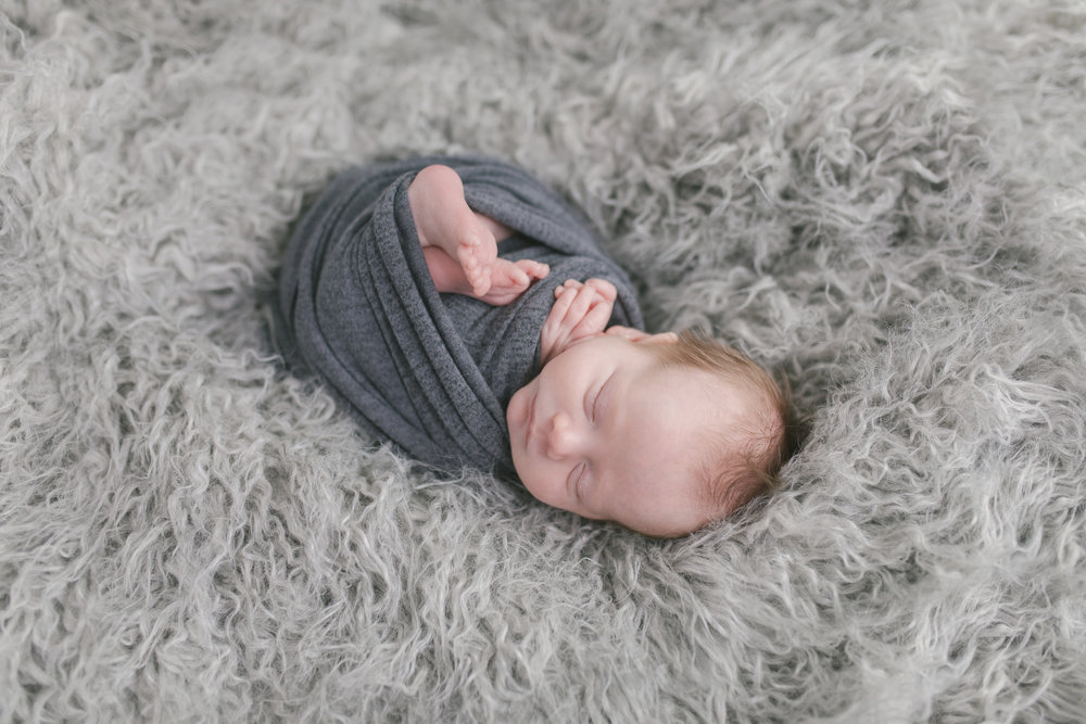 sibling and posed newborn session in niles ohio by warren ohio newborn photographer christie leigh photo (9 of 22).jpg