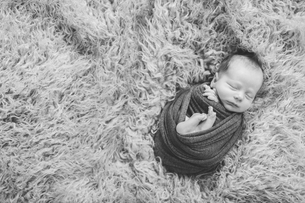 sibling and posed newborn session in niles ohio by warren ohio newborn photographer christie leigh photo (10 of 22).jpg