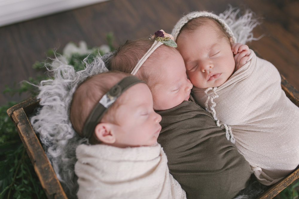 multiples newborn session with newborn triplets in warren ohio by newborn photographer christie leigh photo_12.jpg