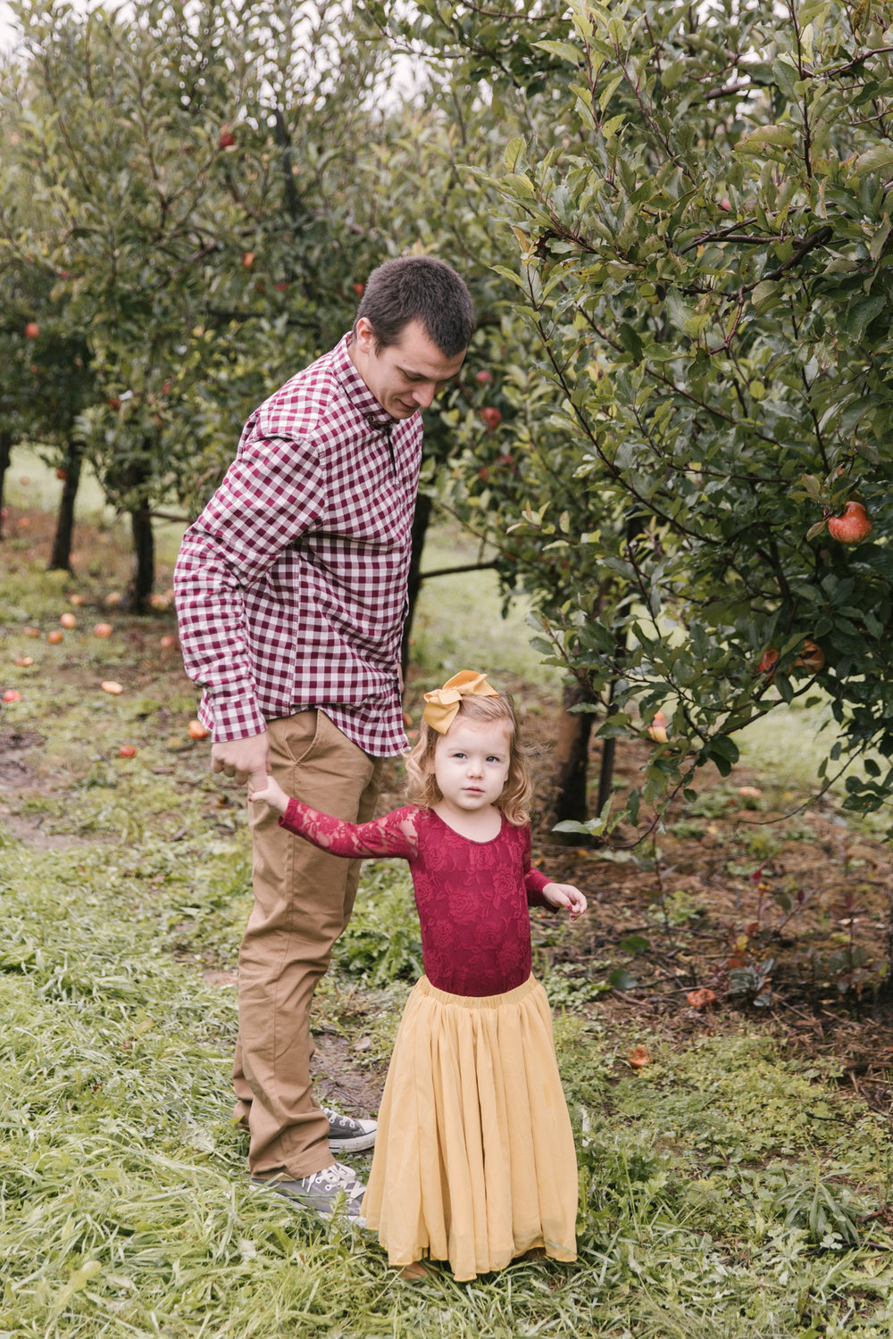 family-photography-session-at-hartford-apple-orchards-hartford-ohio-by-family-photographer-christie-leigh-photo-20.JPG