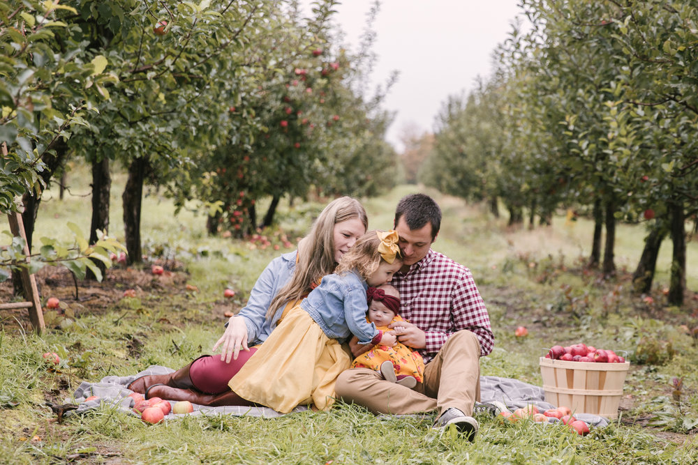 family-photography-session-at-hartford-apple-orchards-hartford-ohio-by-family-photographer-christie-leigh-photo-22.JPG