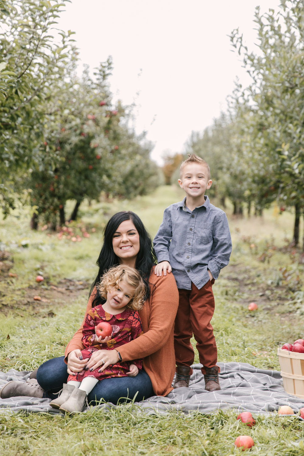 family-photography-session-at-hartford-apple-orchards-hartford-ohio-by-family-photographer-christie-leigh-photo-36.JPG