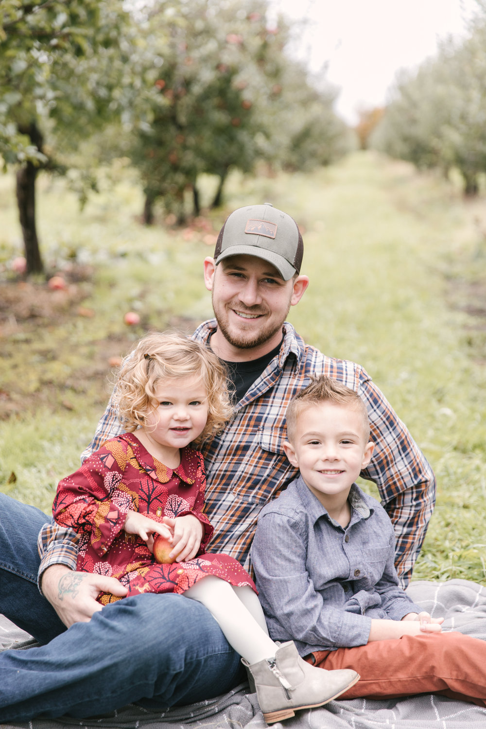 family-photography-session-at-hartford-apple-orchards-hartford-ohio-by-family-photographer-christie-leigh-photo-37.JPG