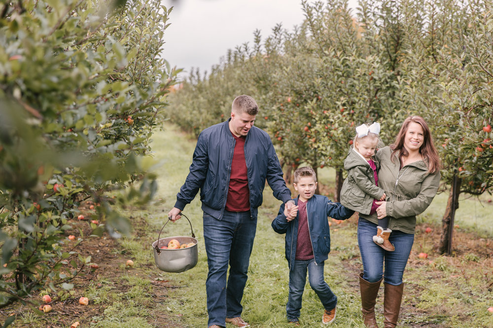 family-photography-session-at-hartford-apple-orchards-hartford-ohio-by-family-photographer-christie-leigh-photo-63.JPG