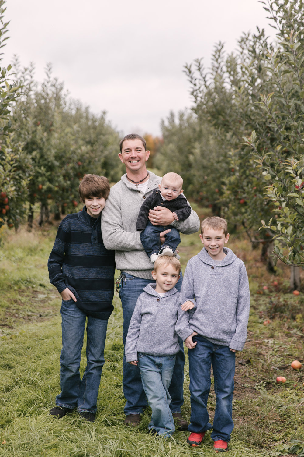 family-photography-session-at-hartford-apple-orchards-hartford-ohio-by-family-photographer-christie-leigh-photo-50.JPG