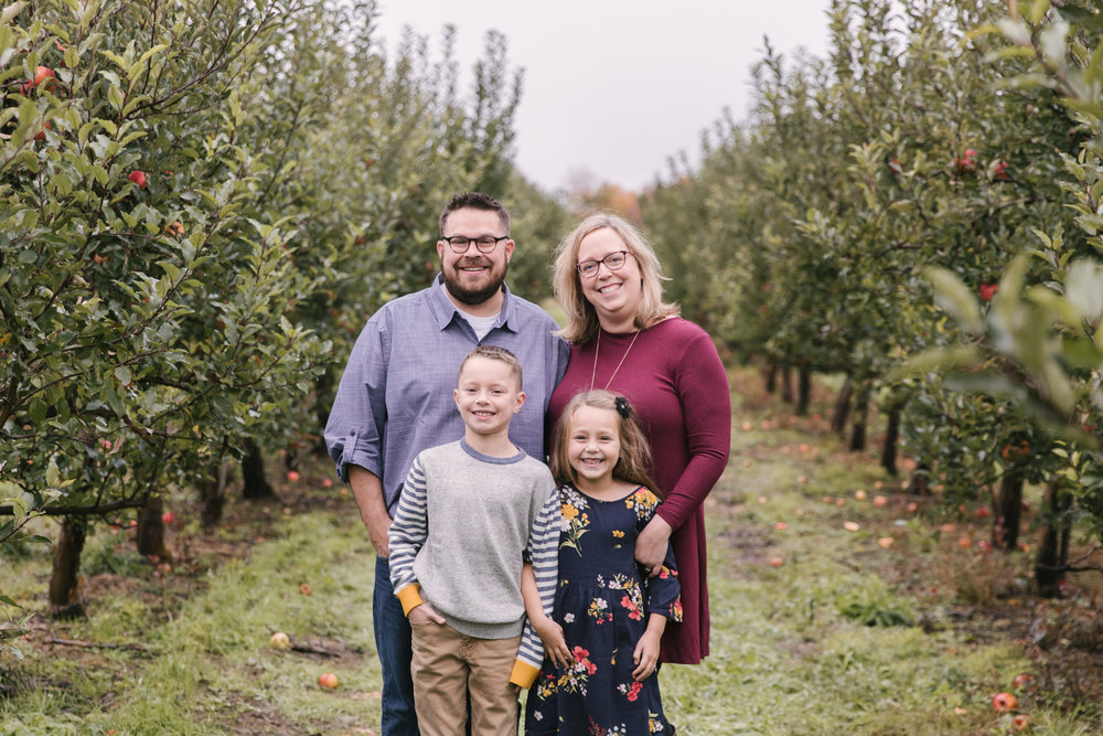 family-photography-session-at-hartford-apple-orchards-hartford-ohio-by-family-photographer-christie-leigh-photo-1.JPG