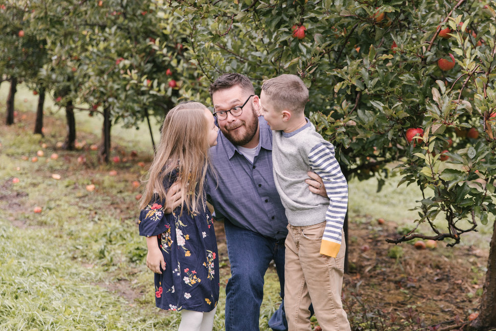 family-photography-session-at-hartford-apple-orchards-hartford-ohio-by-family-photographer-christie-leigh-photo-4.JPG