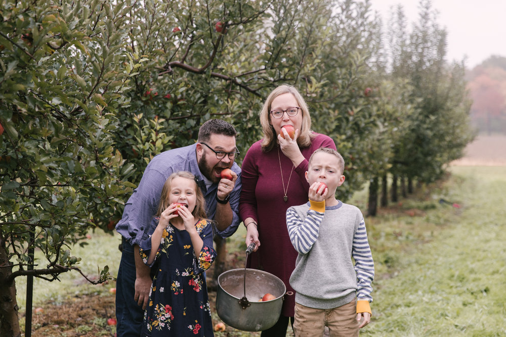 family-photography-session-at-hartford-apple-orchards-hartford-ohio-by-family-photographer-christie-leigh-photo-10.JPG