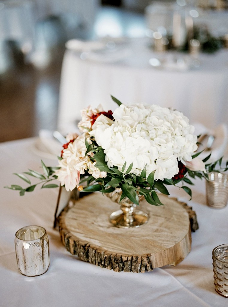 Fall florals in pink, peach and red shades with a rustic twist. Dahlias, roses, hydrangea, greenery