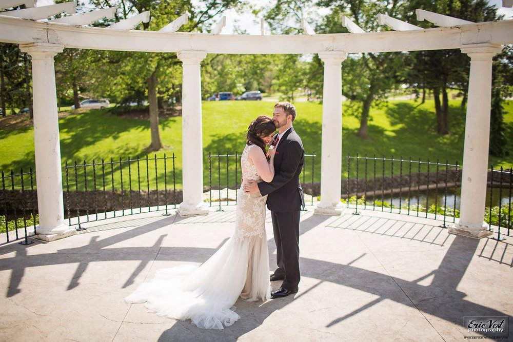 wedding photos at Como Park Zoo and Conservatory