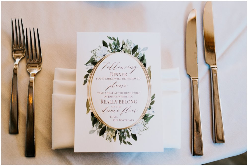 Wedding tablescape planned by MPLS Wedding Planner