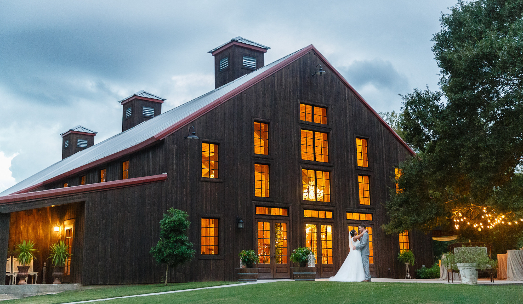 A Rustic Elegant Barn Wedding Venue Outside Houston Texas