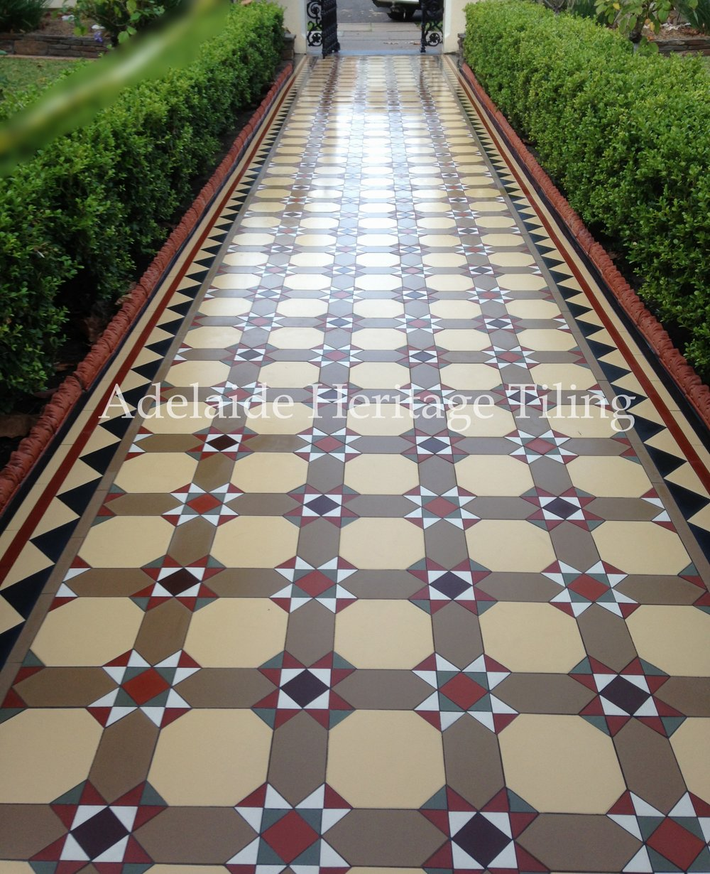 Windsor Continuous Pattern Pathway with Richmond Border