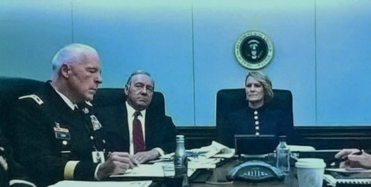 Richard Amott (left),White House Situation Room, Season 5, Episode 6, House of Cards