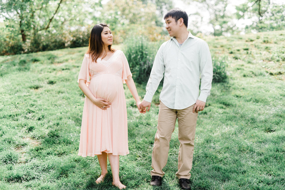 Modern, soft, and bright maternity session in Philadelphia, Pennsylvania