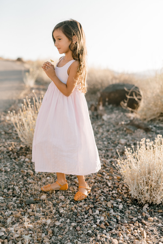 haley-richter-photography-family-sesion-engagement-las-vegas-nevada-desert-layers-of-lovely-inpiration-002.jpg