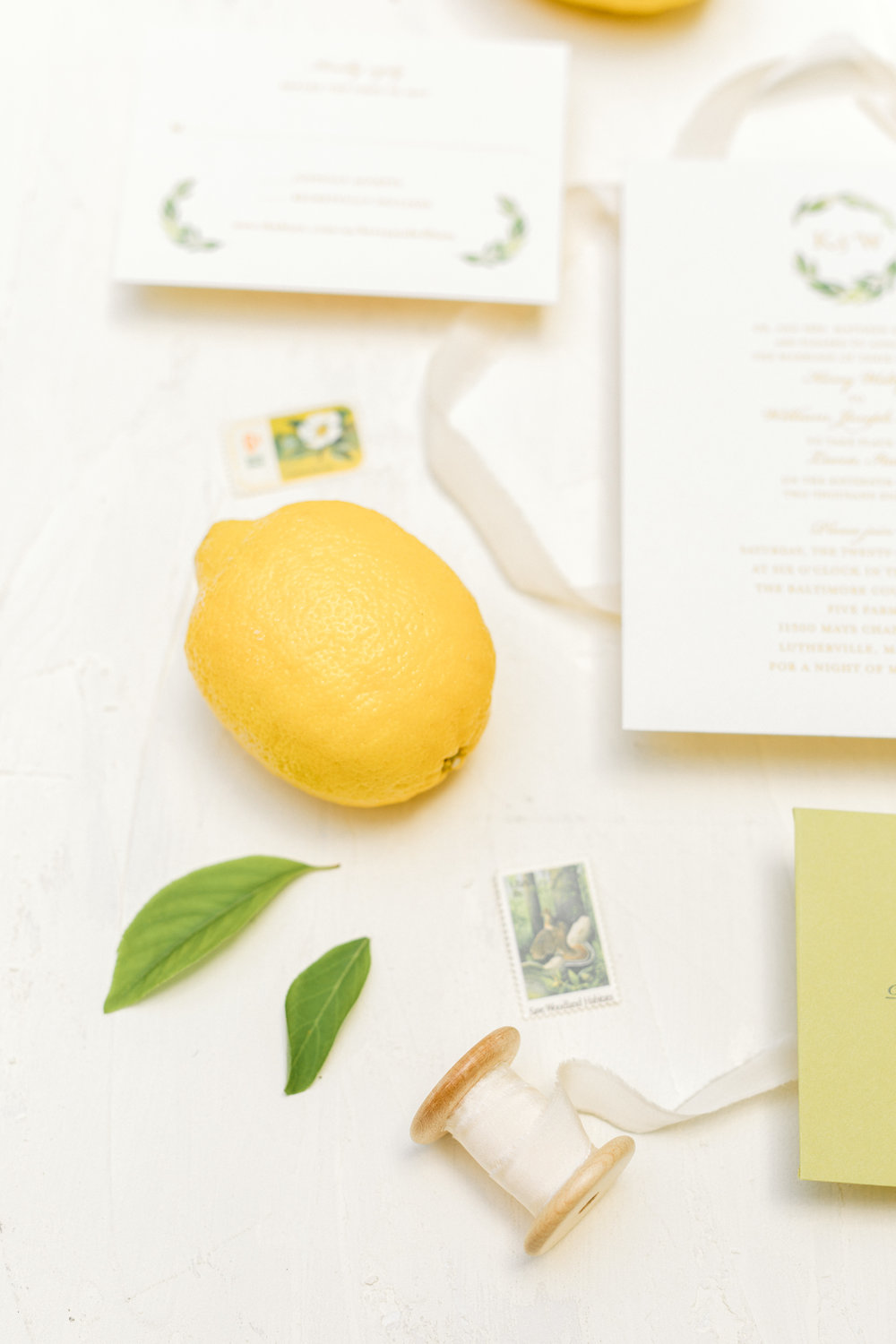 Bright summer wedding details in yellow and white.
