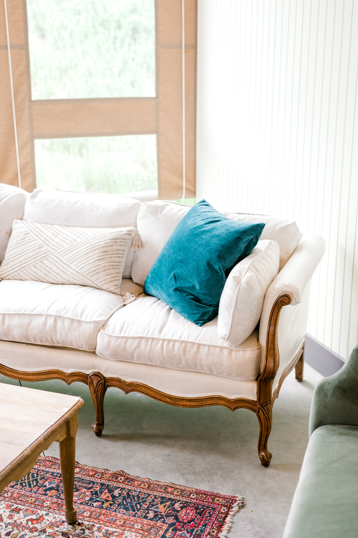 haley-richter-photography-summer-vineyard-winery-wedding-white-vintage-couch-rental-blue-teal-pillow-boho-rug-interior-modern