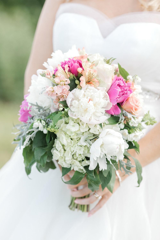 haley-richter-photography-summer-vineyard-wedding-bouquet-pink-white-green-peonies-classic