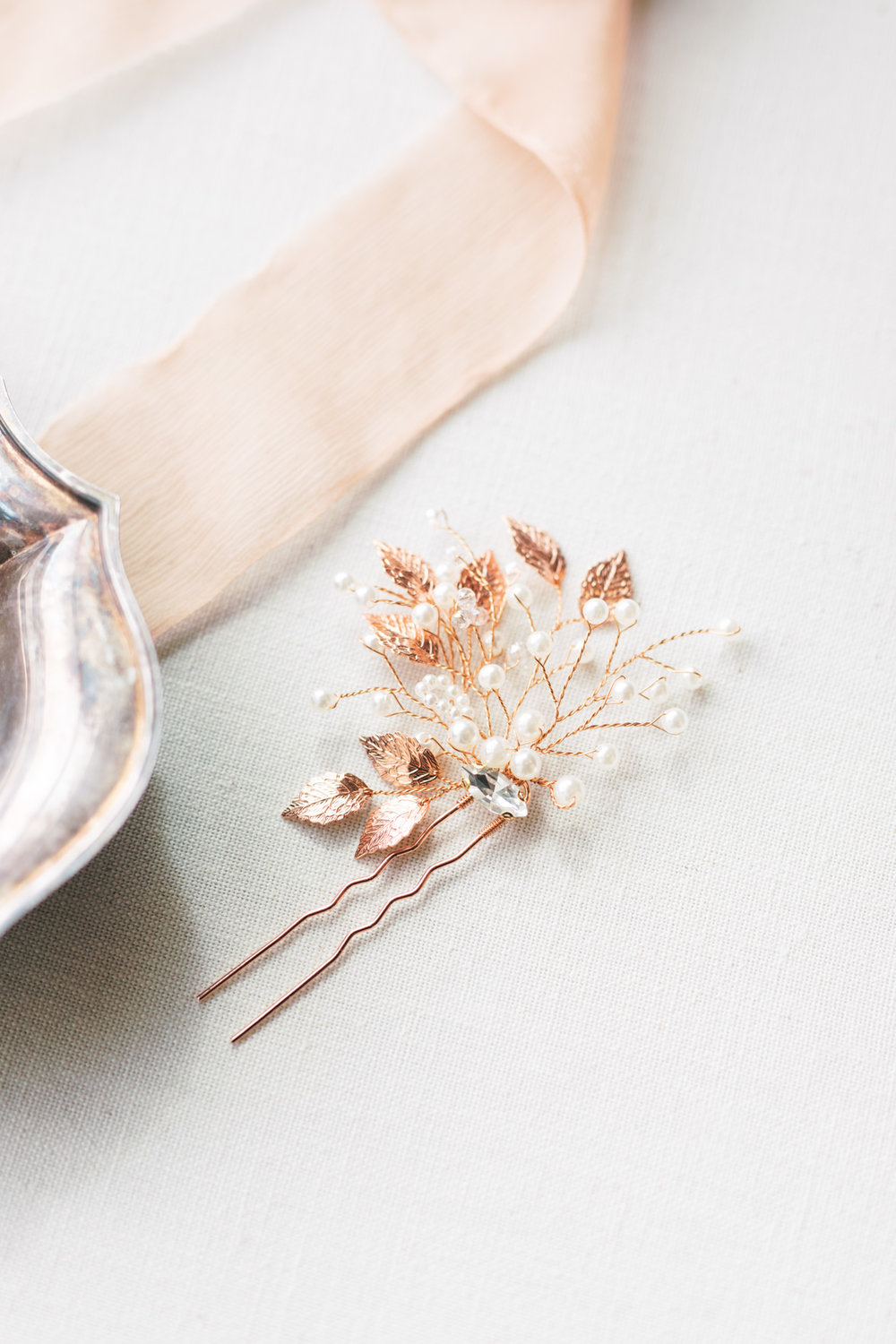There were a few little touches of rose gold, like in this hairpin with pearls, that added a modern metallic element to this modern and elegant old city Philadelphia wedding at Power Plant Productions. Power Plant Production wedding photographer