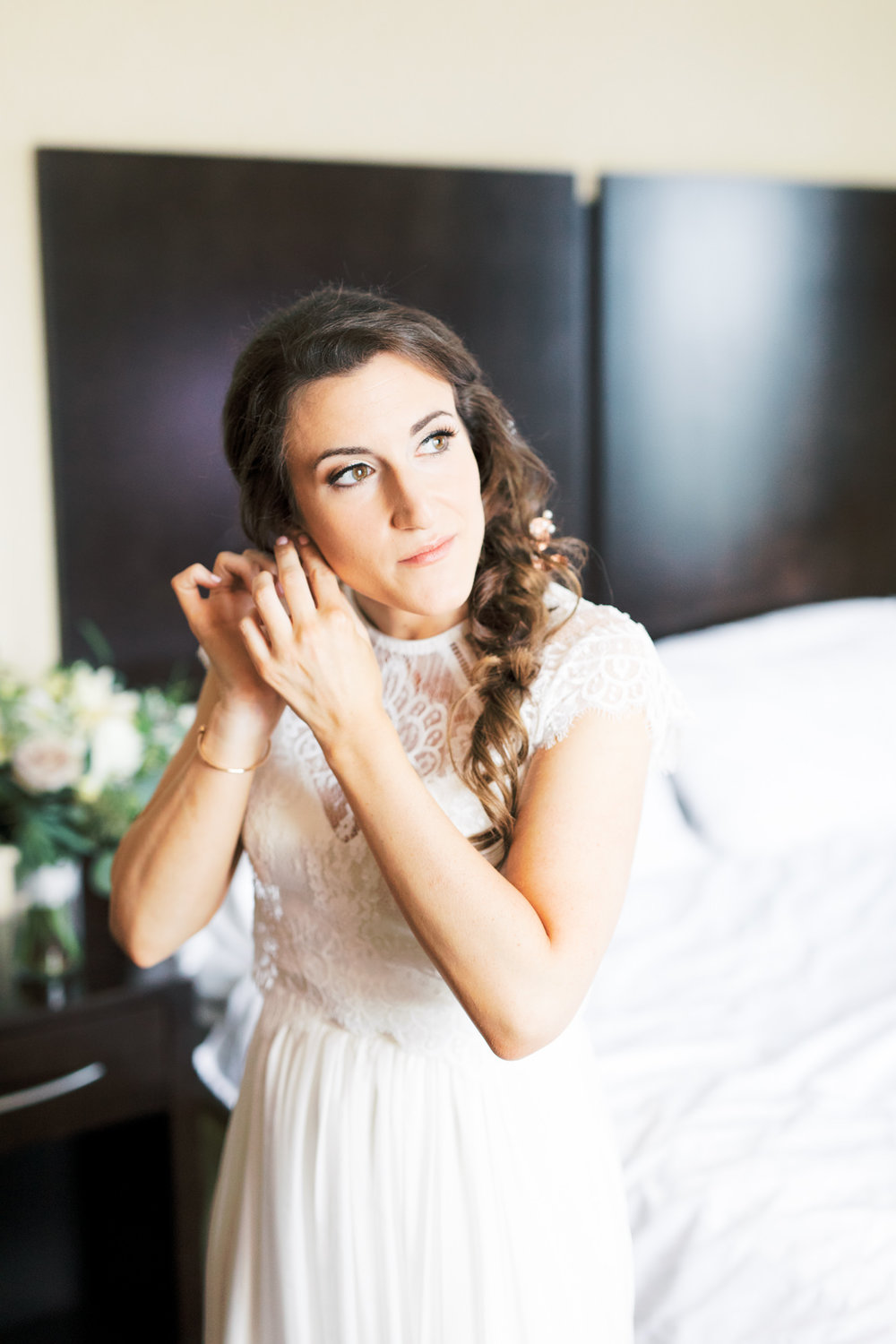 With absolutely adored the classic feel of this modern wedding dress that Missy wore for her modern and elegant old city Philadelphia wedding at Power Plant Productions. Power Plant Production wedding photographer