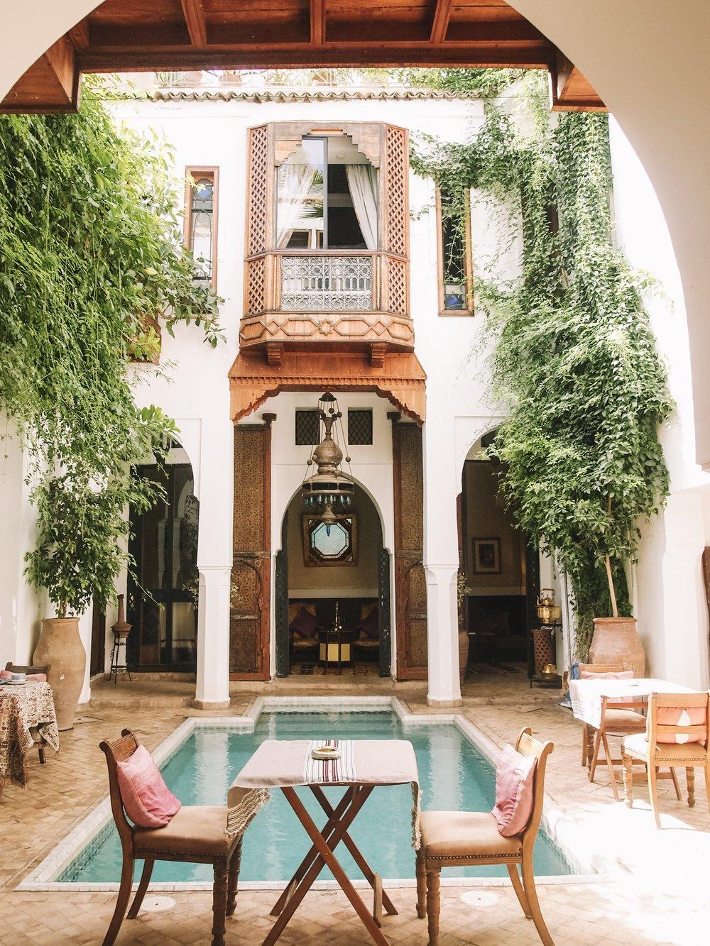 リヤドライラ(Riad Lyla) - 知り合いから紹介いただいたリヤドです。「リヤド」とは古くなった邸宅をリノベーションした宿泊施設。モロッコ独特の文化なので、是非宿泊することをオススメします。とにかくこのリヤドはオーナーのドミニクさん、スタッフのみなさんフレンドリーで親切。本当に安心できます。次回行くことがあれば必ず再訪したい場所!リヤドライラ(Riad Lyla)