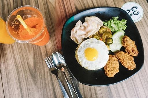 Morning or Lunch - Casa Verde カーサ・ベルデで休憩。ボタニック・ガーデン内にはいくつかレストランがありますが、カジュアルでお値段もお手頃、しかもシンガポールのフレンチで最高レベルと評される「レザミ」グループが運営するカフェということで、本当に美味しい!右上にあるのは「搾りたて人参ジュース」。その場でジュースを作ってくれましたよ。朝7時半からオープンしています。