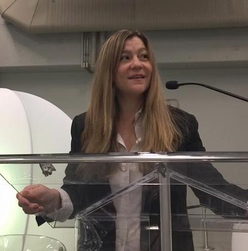 Michelle Perez-Kenderish - Michelle Pérez-Kenderish es una empresaria creativa, estratega de mercadeo, diseñadora y consultora de marcas. Es la fundadora de Puerto Rico Diseña, un proyecto que busca apoyar el empresarismo creativo mediante el desarrollo de plataformas comerciales, charlas, eventos y la creación de contenido que promueva el diseño Puertorriqueño.