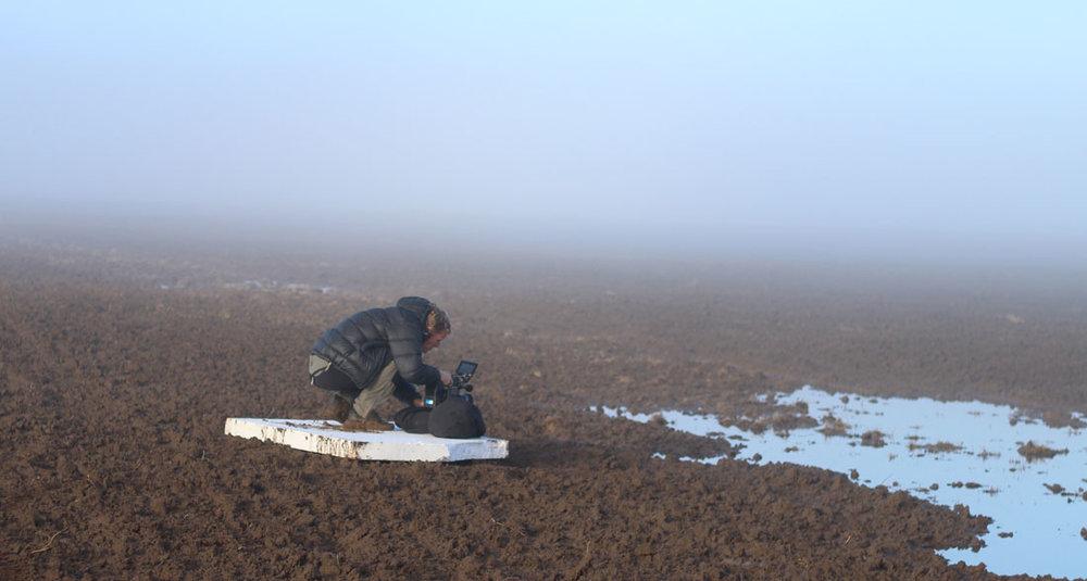 Leif Eiransson filmar en översvämmad åkermark