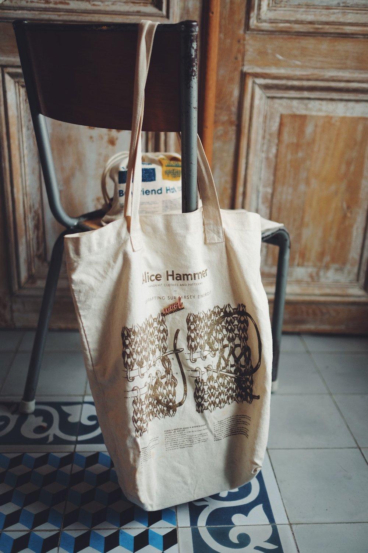 - Retrouvez toutes les créations d'Alice sur le site Alice Hammer et celui de La Droguerie.