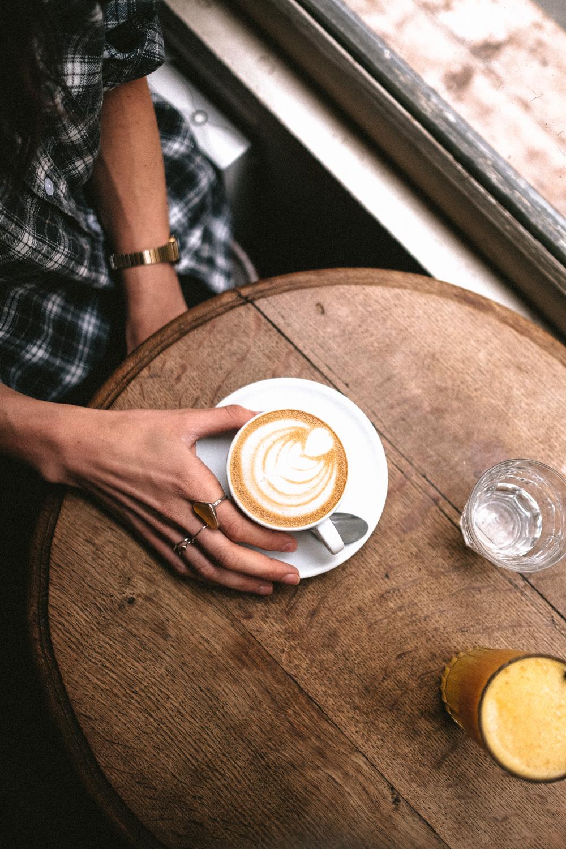FOOD - Je devine grâce à tes stories que tu es fan de granola, cookies et latte. Quels ingrédients aimes-tu avoir dans tes placards ?