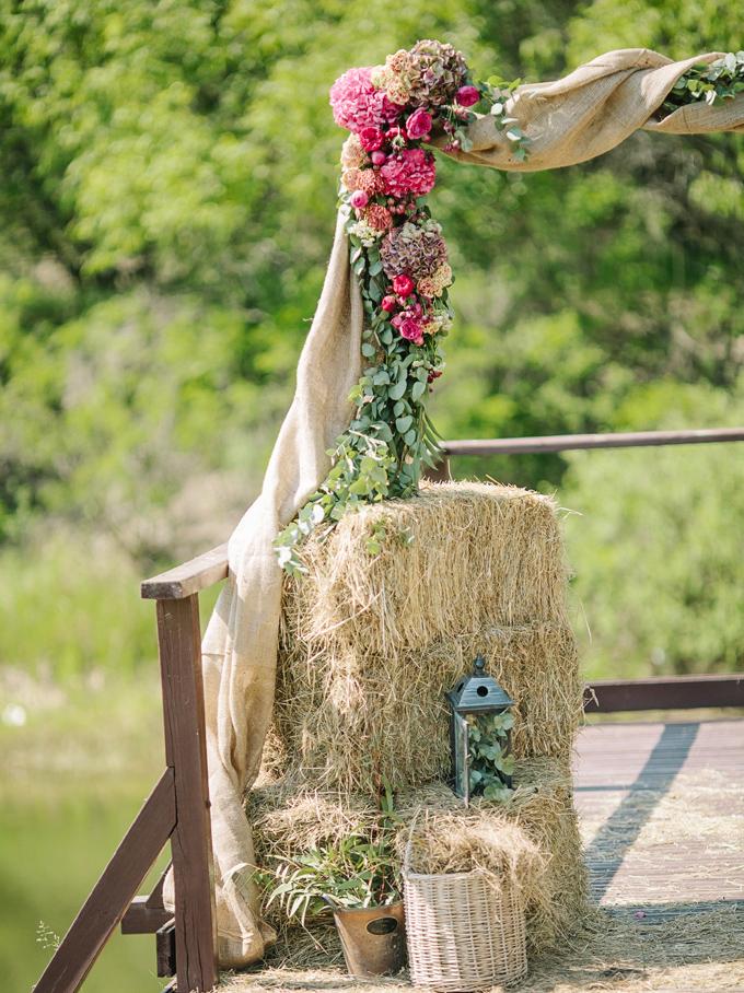 rustic-wedding-arch.jpg