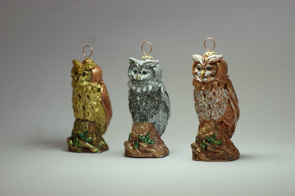 Our Parliament of Owls will compliment any tree this Christmas. We are please to offer three different metallic finishes and all owls come in a pa  ir .