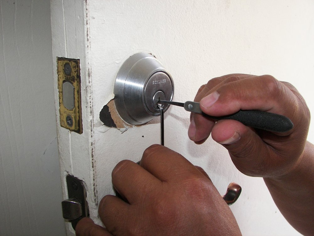 LockoutServices-Locksmith.jpg