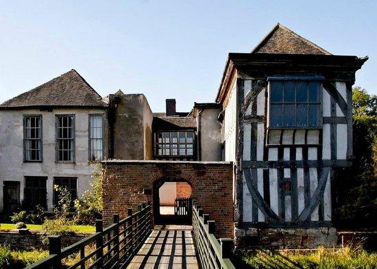 middleton-hall-courtyard.jpg