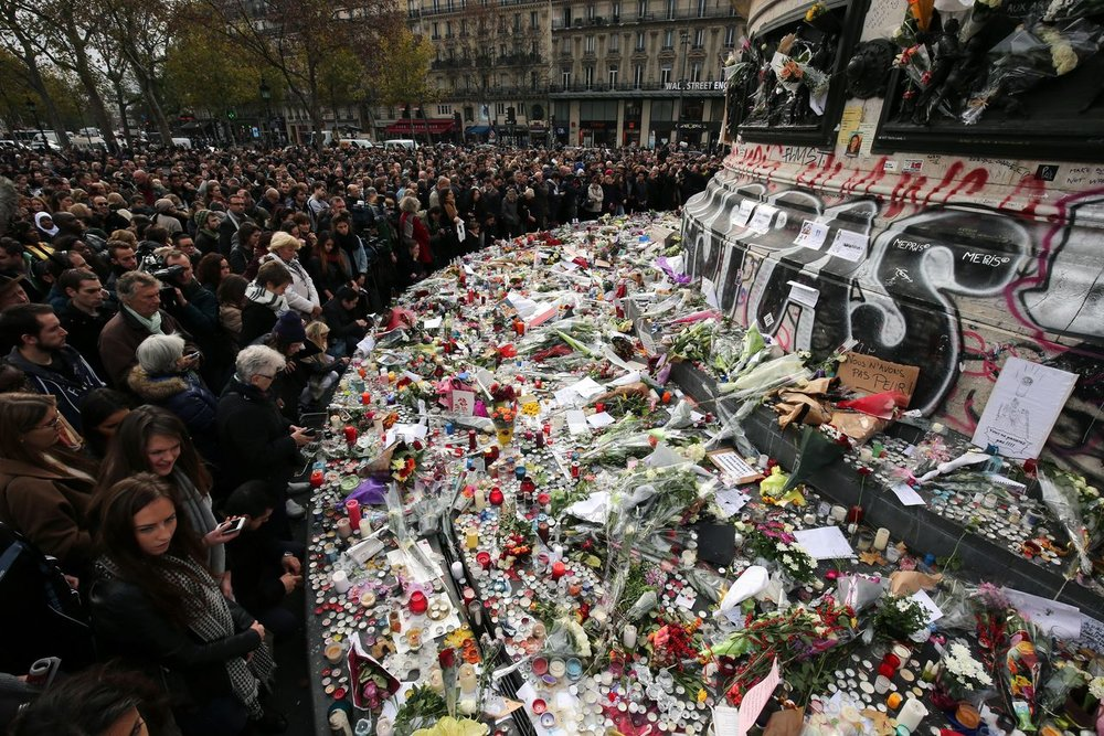 A memorial to the Paris attacks of Nov 2015 - image taken from earlburton.wordpress.com