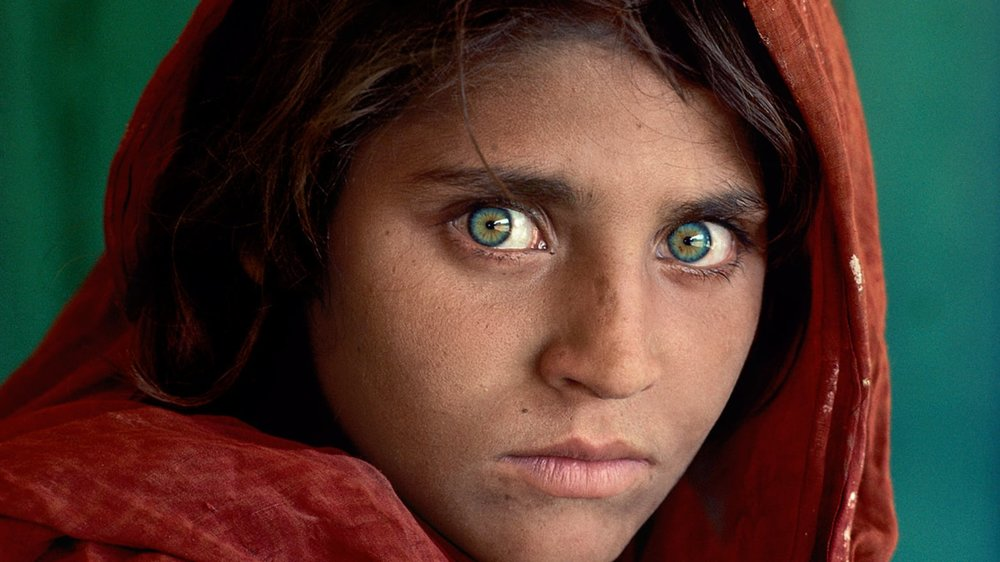 The infamous eyes of the Afghan Girl (Sharbat Gula),  photo from CNN