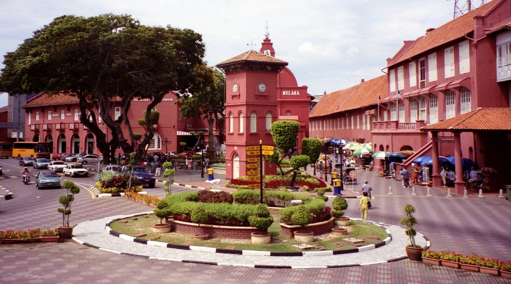 Melaka, with its rich history stretching back to its Portuguese period is perfectly poised to exploit a tourist boom as a result of the HSR,  photo from wallsdesk