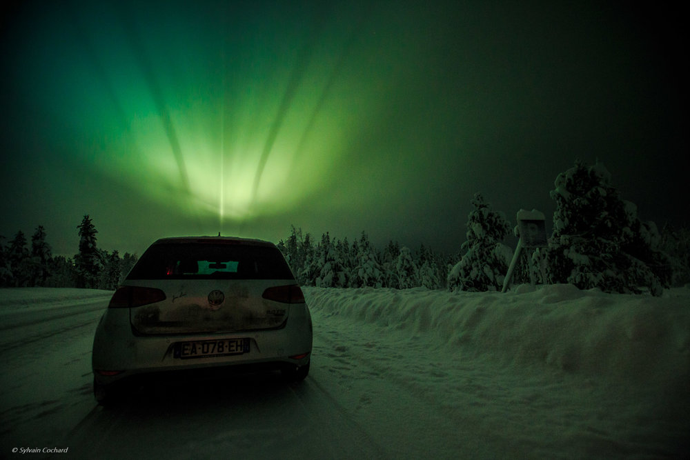 Road trip through the forests of North, Sweden under the northern lights @sylvaincochardphotographe