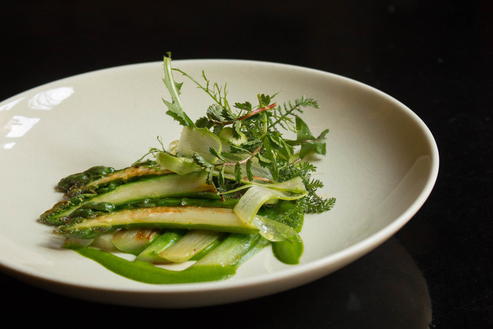 Cour des Loges: Grilled asparagus with wild herbs
