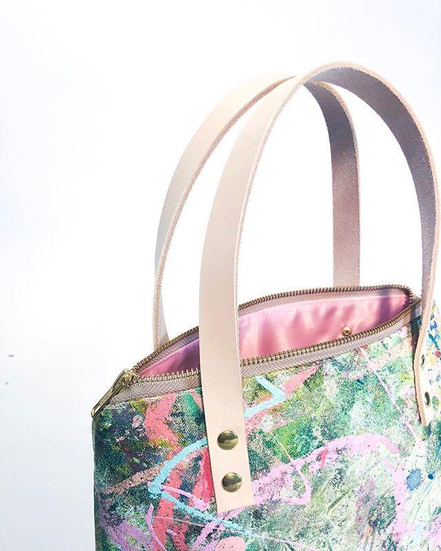 "💖🦑❄️🦋 14 oz canvas  Oil & Acrylic Paint  Satin liner in ballet slipper pink  Yoshida Kōgyō Kabushiki Zipper  Genuine Leather Straps  Measures 8 * 3 * 9"" Approx"