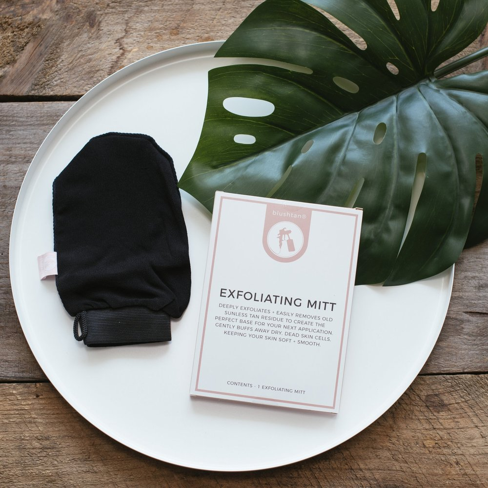 How to use: - After showering for 3-5 min, rinse all soap off your skin. Wet your blushtan® Exfoliating Mitt + squeeze out all excess water. Starting with your ankles + feet, gently rub skin in a circular motion working upwards. Our unique weave of fabric will do the work, there is no need to apply pressure. Be extra gentle on the neck, décolletage + face. Care: Wash your blushtan® Exfoliating Mitt weekly with mild soap. Store out of direct sunlight.