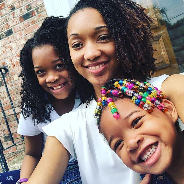 When the weather is good we take selfies! #charlestonliving #mommydaughtertime #selfiesunday #sisterlocks #locs #girlswithlocs #momanddaughterlocs #naturallife