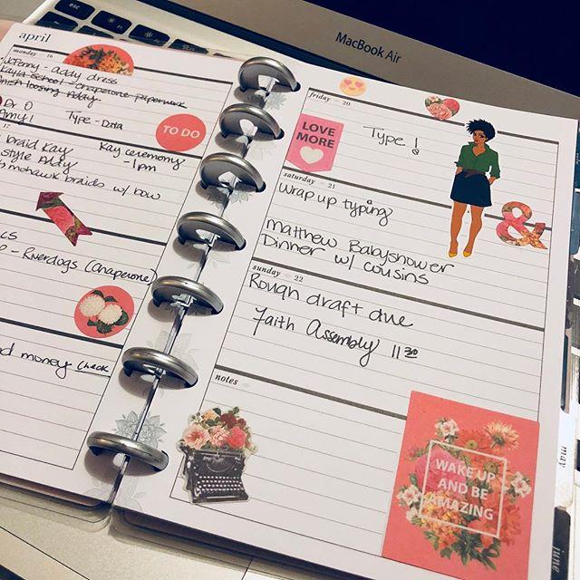 Because this life demands a proper planner... #thisweek #wakeupandbeamazing #happymonday #happyplannergirl #minihappyplanner #organizedmom #momofgirls #bloggermom #ohsopaperco #recollectionsstickers
