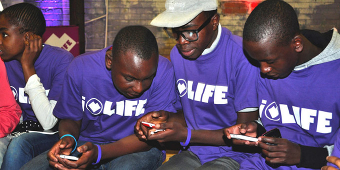 Going mobile: Using phones to connect young people to clinics