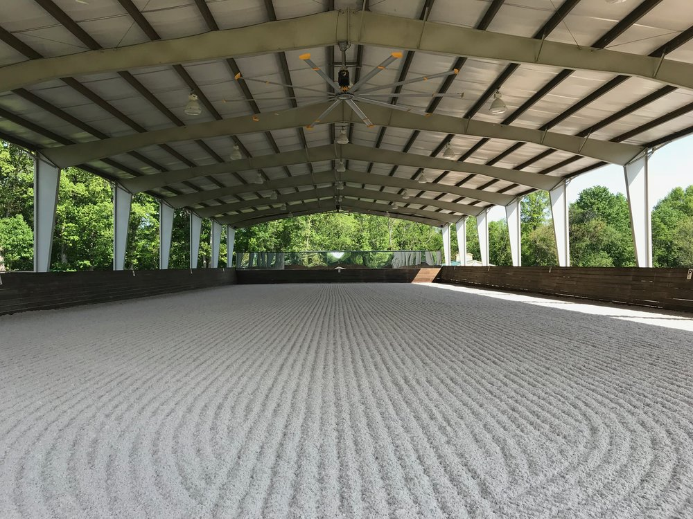 The 190x70 covered riding arena features excellent footing all year round, 2 ceiling fans, lights for night time riding, mirrors and a souround sound system.