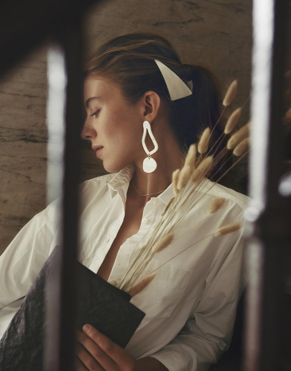 Shirts : Freckle,   Bag: KAMIYA, Jewelry & Hair accessory: sAn